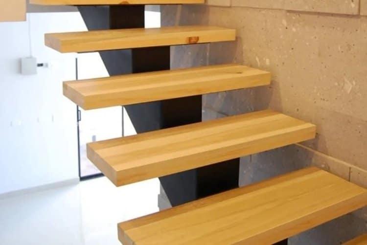 escalones y peldanos de madera ambiente