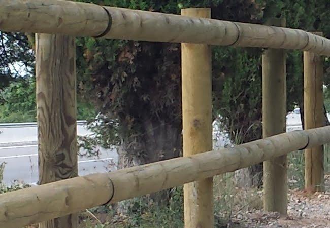 valla de madera con postes